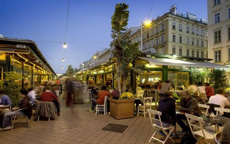Comer en Naschmarkt