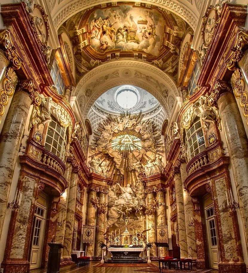 Interior de Karlskirche