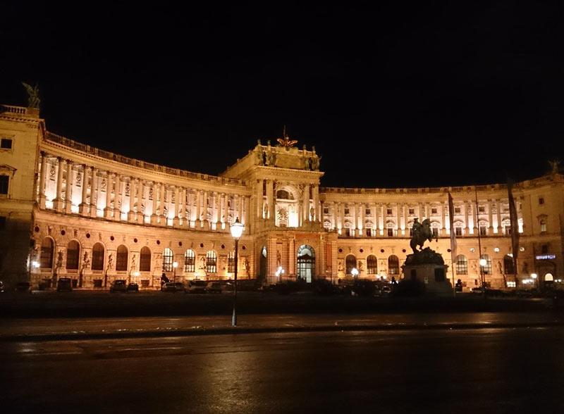 Palacio Hofburg de Noche